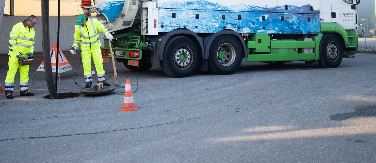 Die Profis vom Villacher Saubermacher reinigen Kanalisationsanlagen und Sickerschächte