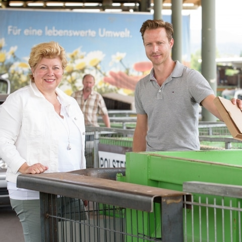 Altstoffsammelzentrum: Vizebürgermeisterin Irene Hochstetter-Lackner und Christopher Pfleger, der neue Leiter der Abfallwirtschaft, Fotocredit: Adrian-Hipp